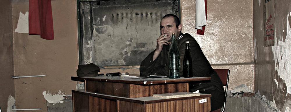 """Inscenizacja w dawnej siedzibie Koszalińskiego UB """"Przesłuchanie Danuty Siedzikówny"""" ( Źródło: k-olo.flog.pl )"""