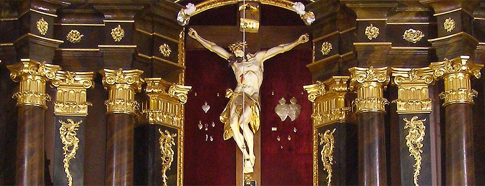 Ołtarz w kościele pw. Podwyższenia Świętego Krzyża w Łukowie