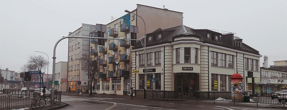 Ulica Józefa Piłsudskiego. Widok od strony skrzyżowania.
