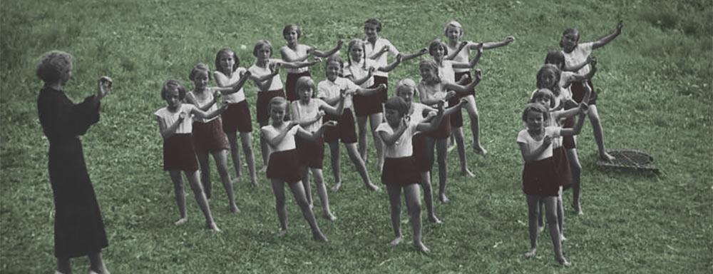 Półkolonie letnie dla ubogich dzieci w Parku Paderewskiego w Warszawie. 1936 r.