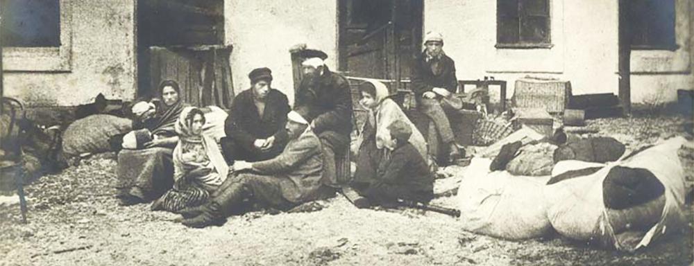 """Fragment karty pocztowej """"Po pogromie w Odessie"""" 1905 r."""